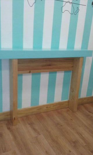 Mueble madera lacado en azul la parte superior