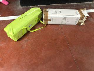 Cuna de viaje sin uso incluye colchón en el precio