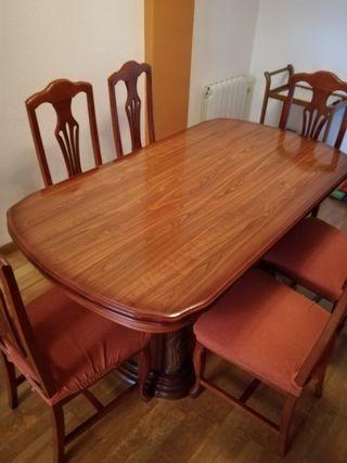 mesa de comedor y seis sillas tapizadas