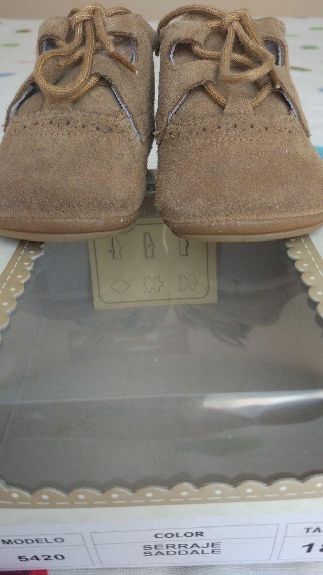 0e46f0cc9 Zapatos inglesitos bebé serraje marrón de segunda mano por 4 € en ...