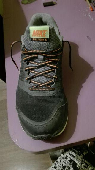 Nike DUAL FUSION X