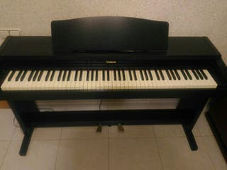 Piano Digital Electrónico Roland HP 135