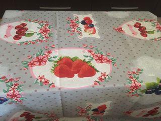 Mantel estampado de fresas y cerezas. NUEVO