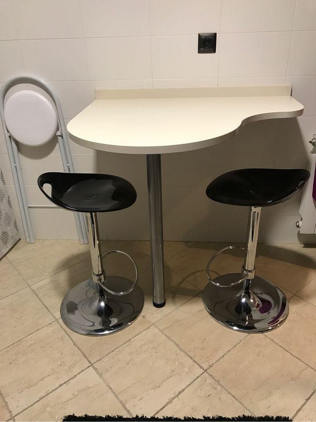 Mesa cocina de silestone y taburetes de segunda mano por 60 € en ...
