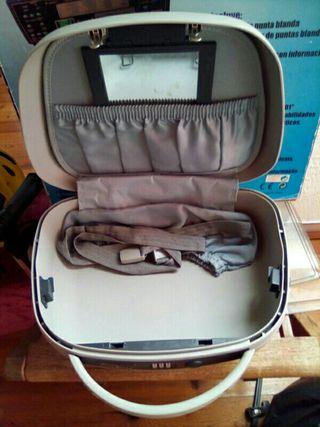 neceser maletin