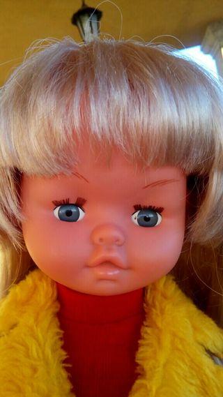 Antigua muñeca marca Gege
