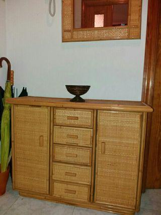 Mueble de entrada de mimbre