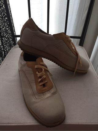 Zapatillas de piel