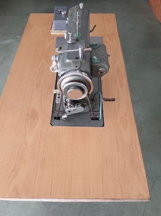 Máquina de coser Refrey con mueble