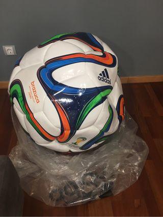 Balón gigante. Brazuca Jumbo