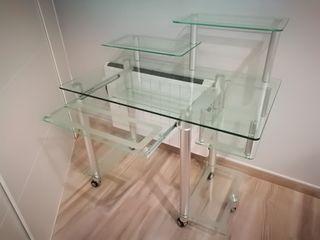 Mesa para ordenador de cristal y aluminio