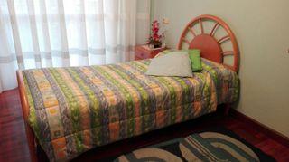 Cama de madera+edredón + alfombra