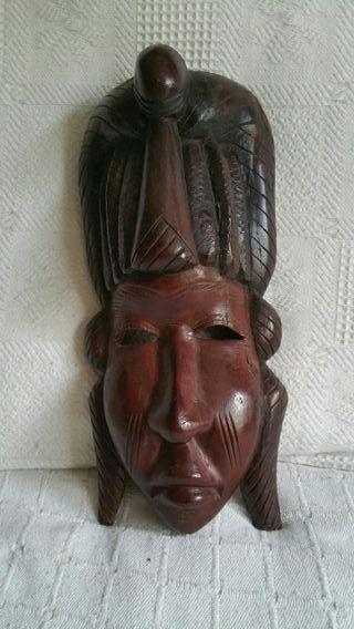 Máscara de madera maziza