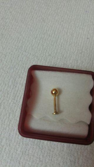 piercing labio de oro