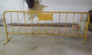 valla amarilla de obra
