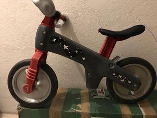 Bicicleta sin pedales. Correpasillos.