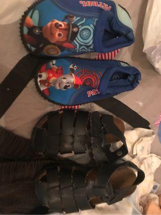 Ropita y zapatillas bb 2años