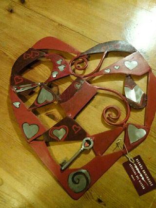 Corazón de hierro, artesanía