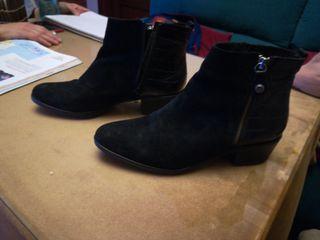 Botín de Señora. Zapato, zapatilla.