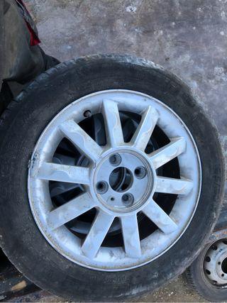 Renault Megane 2002 llantas con gomas