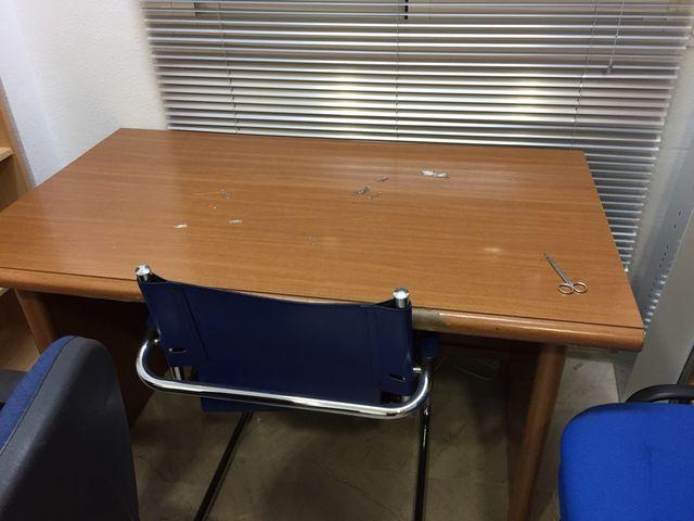 Mesa oficina de segunda mano por 25 € en Córdoba en WALLAPOP