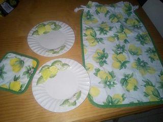bolsa pan y platos limones