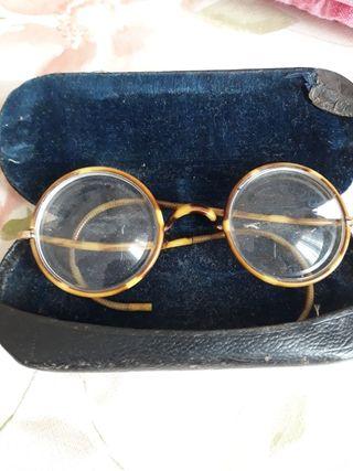 Gafas muy antiguas graduadas