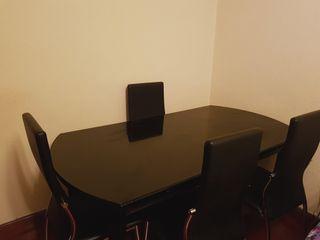 Mesa de comedor y 4 sillas en color negro
