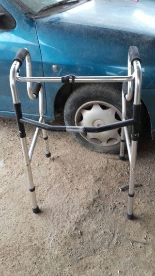 andador para personas mayores
