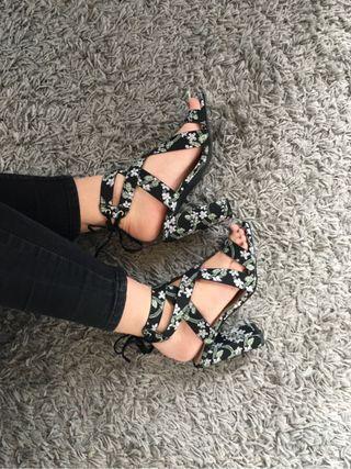 Sandales neuves