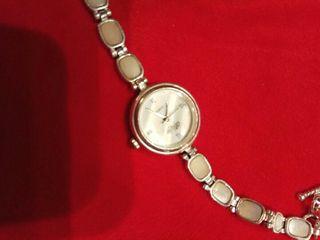 Reloj de plata.