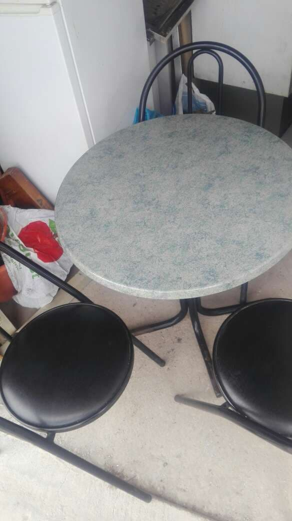 Sillas mesas taburetes bar restaurante