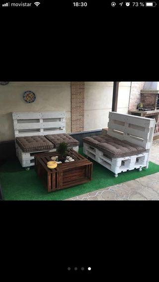 Conjunto sillones y mesa jardín hecho con palets