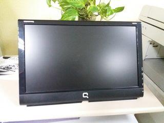 Pantalla ordenador con altavoces