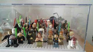expositor metacrilato figuras Lego o compatibles
