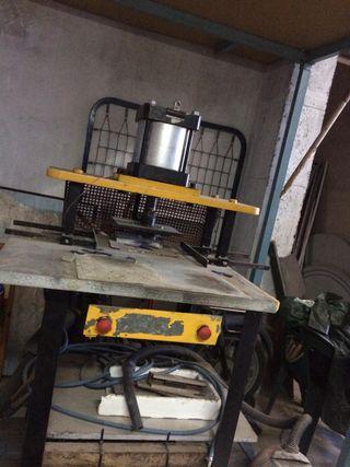 Prensa troqueladora hidráulica