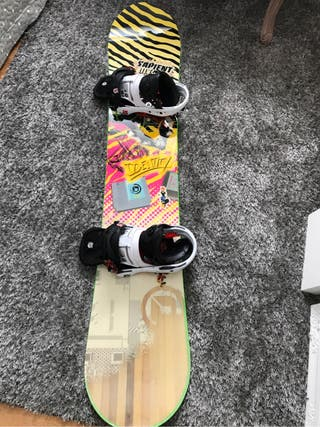 Snowboard Sapient Identity con fijaciones Burton