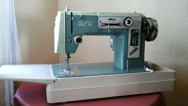 Maquina coser Alfa modelo 108. Revisada de segunda mano