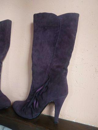 Seminuevas botas altas tacón 36 moradas