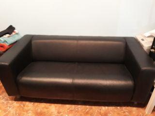 sofá cuero