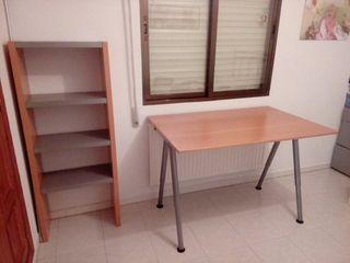 estanteria y mesa trabajo