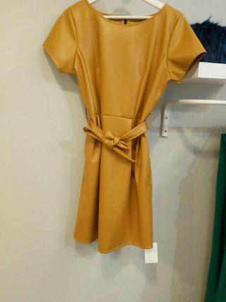 vestido polipiel mostaza
