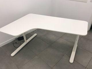 Mesa despacho Ikea de segunda mano por 250 € en Barcelona en WALLAPOP