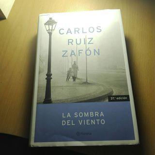 """Libro """"La Sombra del Viento"""" de Carlos Ruiz Zafón."""