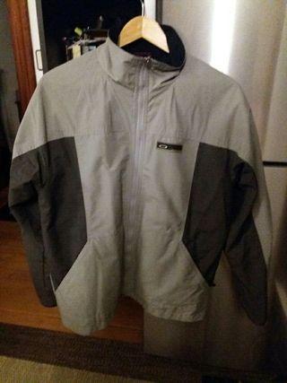chaqueta hombre M marca OAKLEY