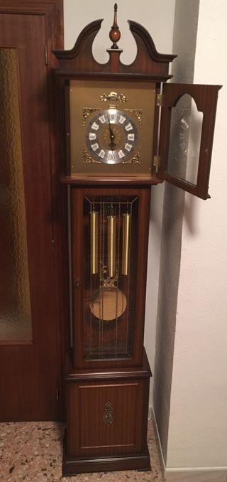 Reloj de Pie Radiant