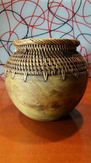 Jarrón de madera artesanal