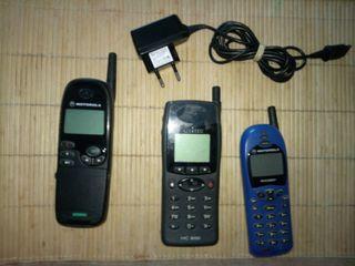 3 telefonos antiguos ( 2 motorola + 1 alcatel) + c segunda mano  España