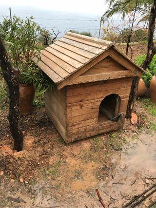 Casa para perro de madera
