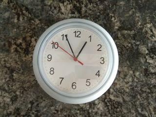 Reloj de pared de Ikea.